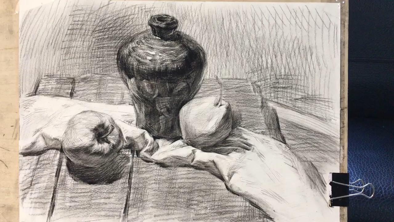 重庆黑白灰美术学校应届生静物写生作业。