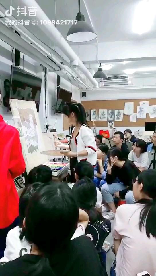 中国动漫的黄埔军校--翟家班,央美老师给孩子们做色彩范画