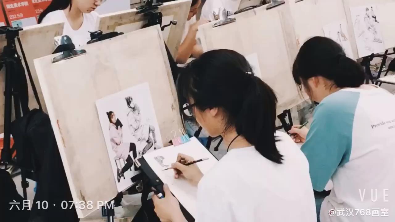 武汉768画室2020届已经开始开课了,还有要学习的同学抓紧时间报名咨询我,床位已不多,预定从速~