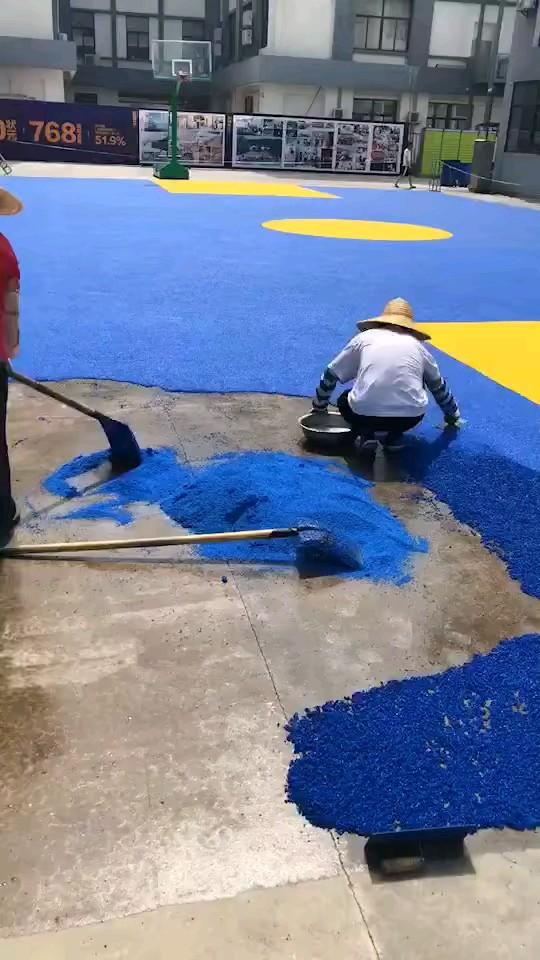 全新的籃球場,馬上要完工??????