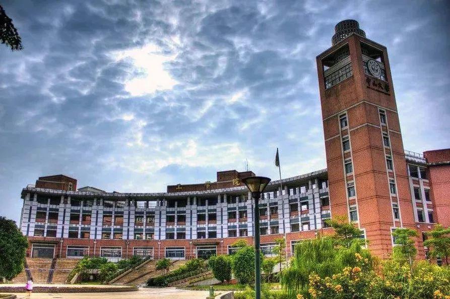 """【夜读】这10所大学的校园环境堪比""""皇家园林"""",能在这里上大学简直是种享受!"""