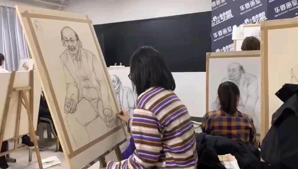 【華卿畫室·國畫班長期作業】長久以來,大家對美術生的認知都是,特立獨行,思維超前,不拘于傳統等等,但在美術生中,還有這樣一個專業群體——國畫書法專業的同學們。