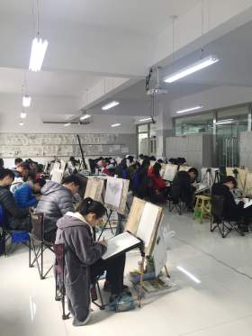 太原善知鸟美术培训学校教室图6